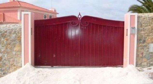 Tipos de portões de correr em ferro ou inox comercializados