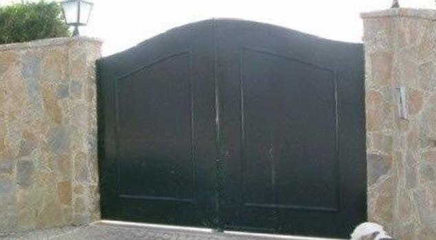 Portões de batente para garagens em ferro ou inox