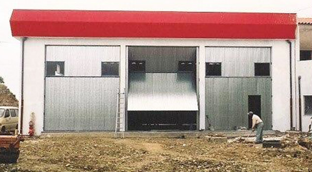 Portões industriais para fábricas e armazéns